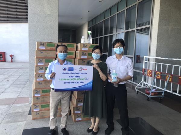 Lixco trao tặng 2000 lít dung dịch rửa tay các loại tiếp sức Đà Nẵng, Quảng Nam, Quảng Ngãi