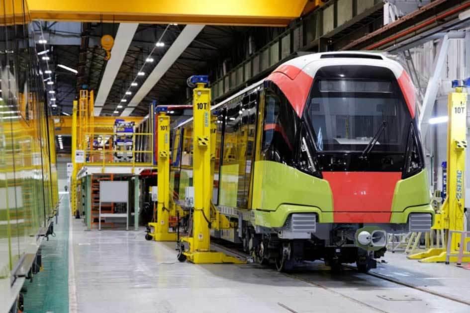 Hình ảnh đoàn tàu đường sắt Nhổn - ga Hà Nội chuẩn bị về Việt Nam