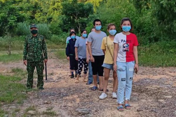 Tám người lội sông nhập cảnh trái phép từ nước ngoài về Việt Nam