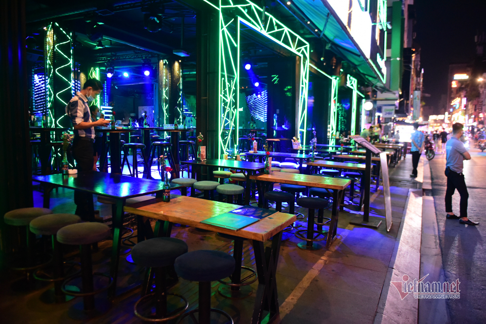 Phố tây Bùi Viện trước giờ đóng cửa quán bar, vũ trường
