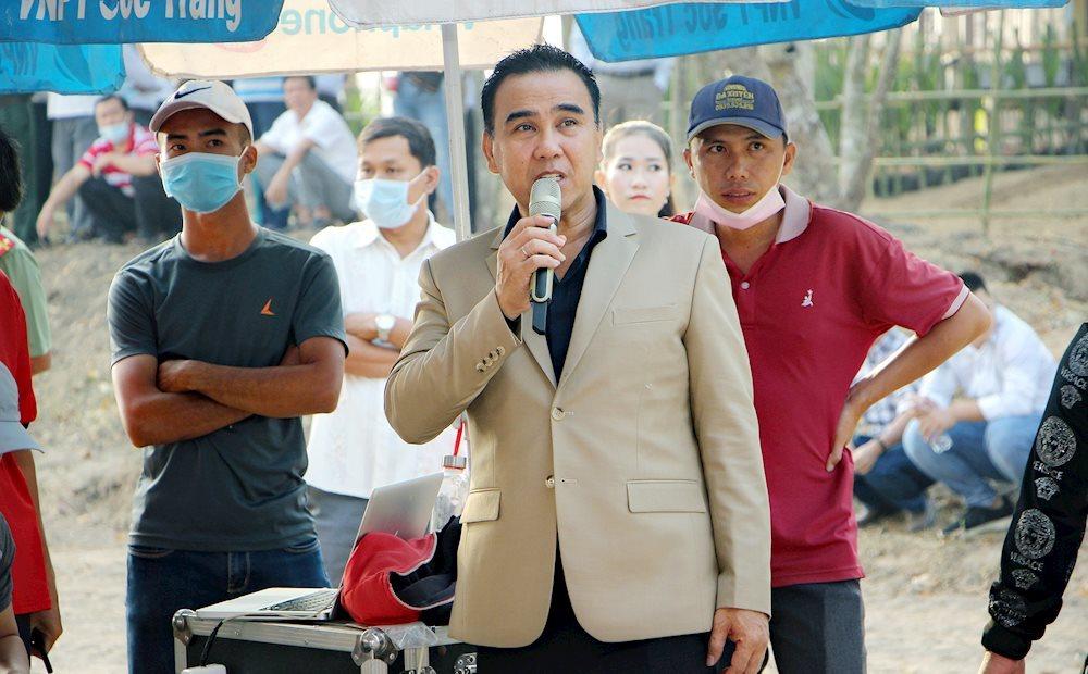 quyen linh vo chong chung phong nhung toi luon nam ngu duoi dat 10 Tuấn Ngọc: Hơn 40 năm đứng trên sân khấu mới được nổi tiếng