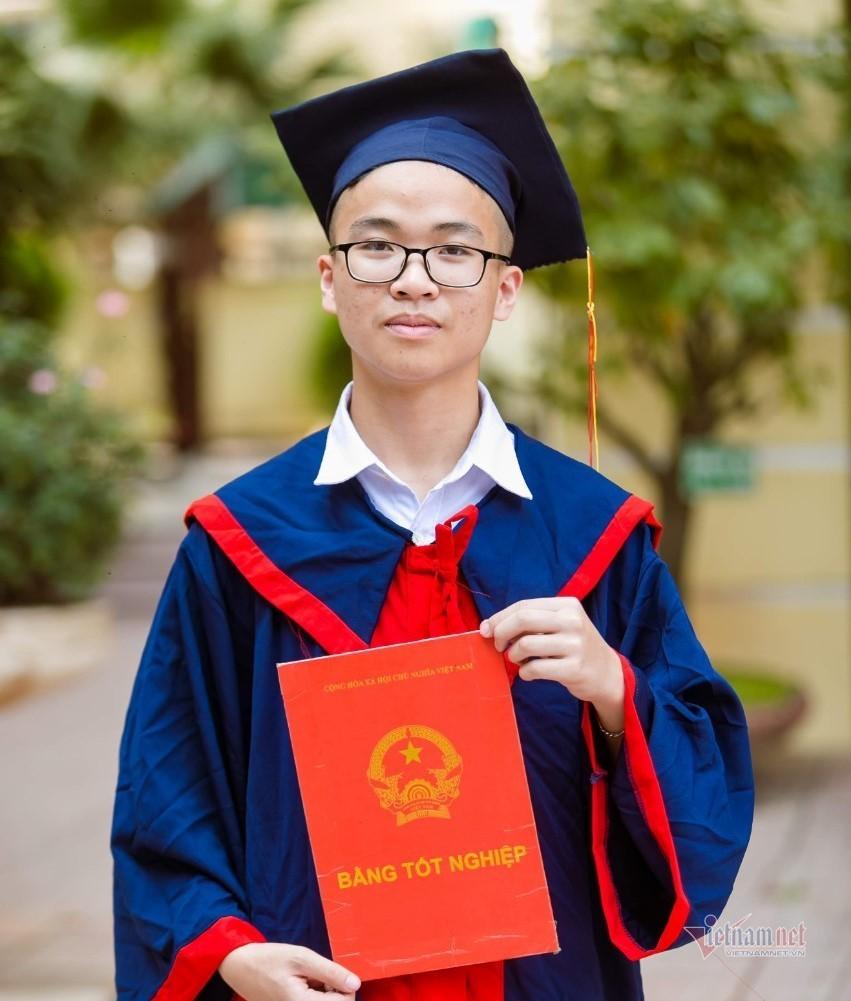 Một lớp có 2 học sinh đạt 48 điểm thi vào lớp 10 ở Hà Nội