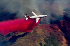 Xem Mỹ điều máy bay rải hóa chất diệt giặc lửa