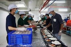 Nấu hàng ngàn suất cơm tiếp sức bác sĩ Đà Nẵng