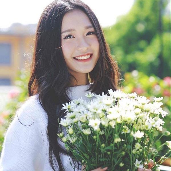 Nữ sinh dự Hoa hậu Việt Nam gây sốt vì xinh đẹp