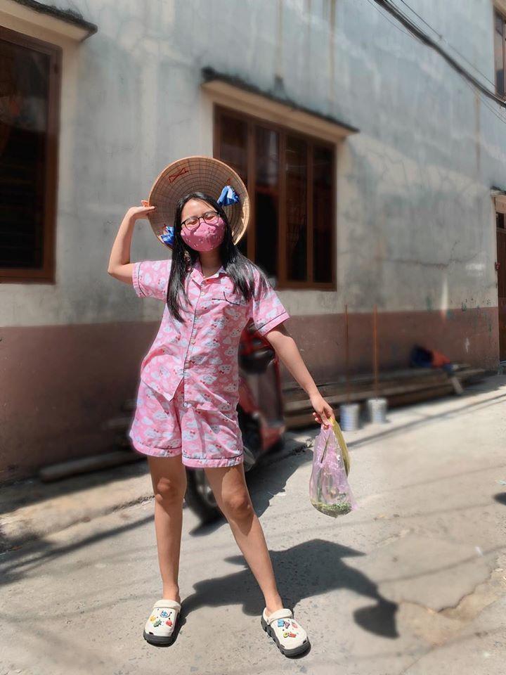 Quỳnh Nga công khai đăng ảnh tình tứ với Việt Anh
