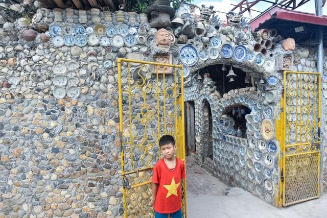 'Độc nhất vô nhị' ngôi nhà gắn hơn 10.000 bát, đĩa cổ ở Vĩnh Phúc