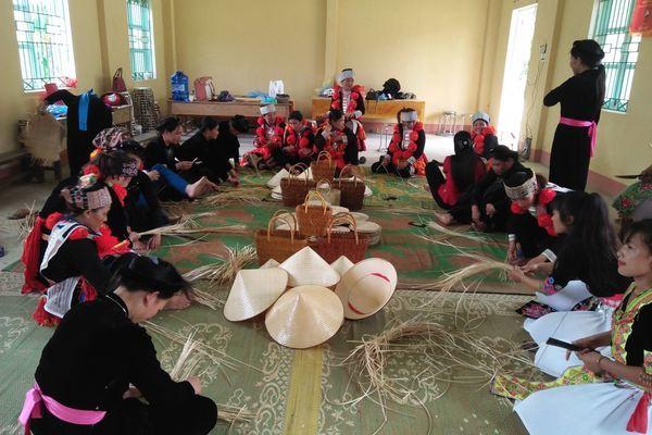 Nông dân Lâm Bình có cuộc sống ổn định nhờ tích cực học nghề