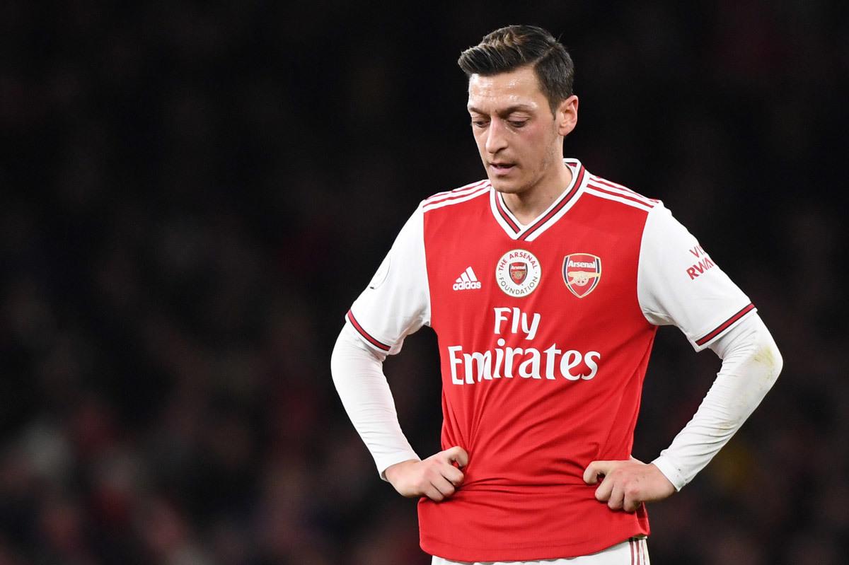 Mesut Ozil: Hủy hoại sự nghiệp vì tình ái lăng nhăng