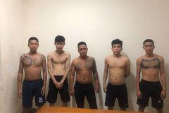 11 thanh niên cầm dao hỗn chiến trong đêm, nhiều người nhập viện
