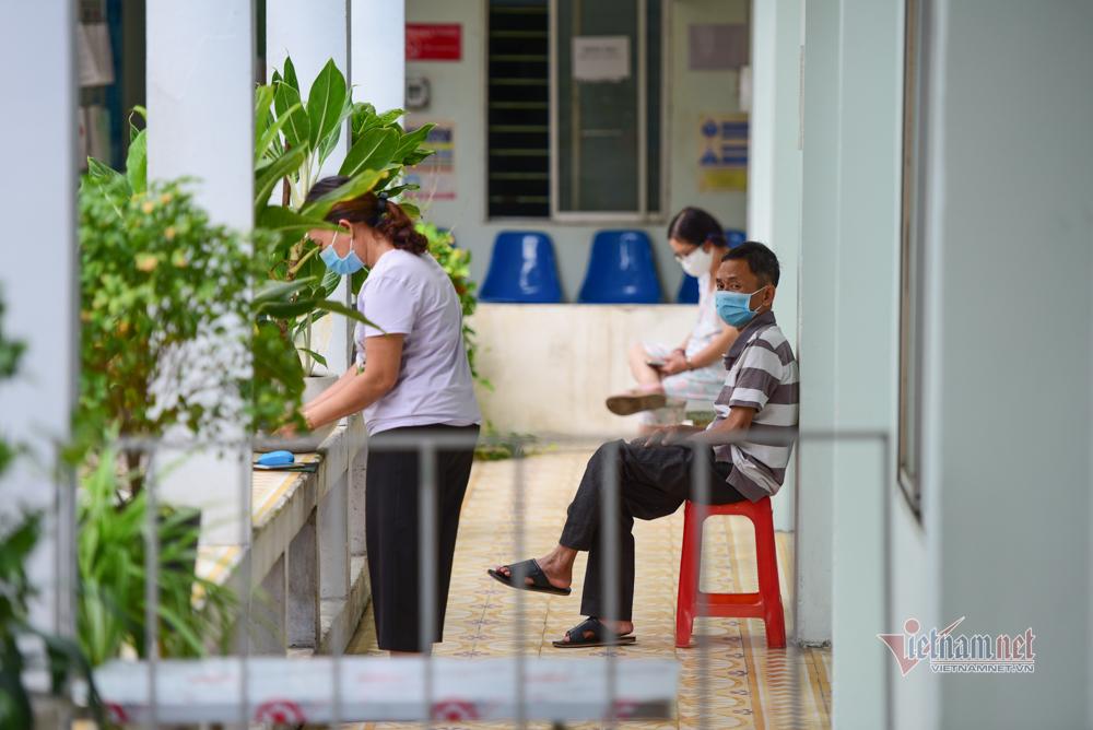 Nghìn người từ vùng dịch trở về TP.HCM đi xét nghiệm Covid-19
