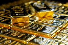 Rút tiền khỏi ngân hàng, người Mỹ đổ vào vàng, Bitcoin và chứng khoán
