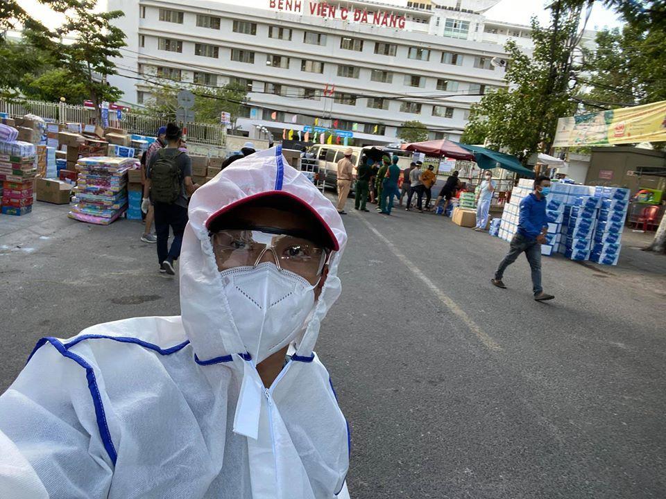 Quang Hào, S.T Sơn Thạch và các 'sao' ủng hộ Đà Nẵng chống dịch