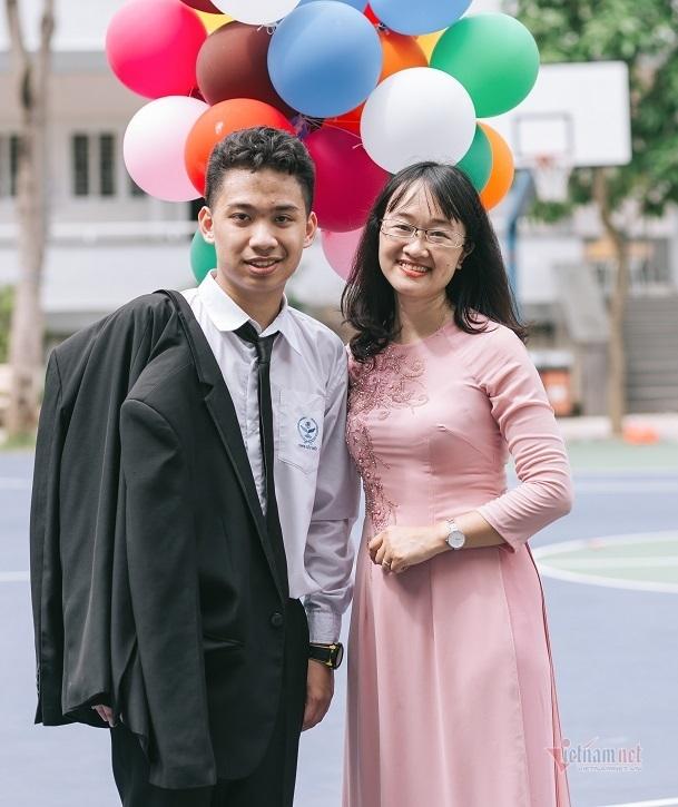 Trường học có 2 nam sinh đỗ 6 lớp chuyên ở Hà Nội