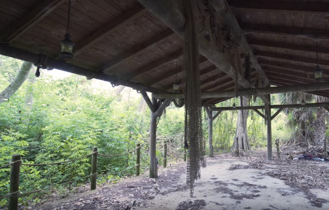Cảnh tan hoang ở đảo thiên đường bị quên lãng