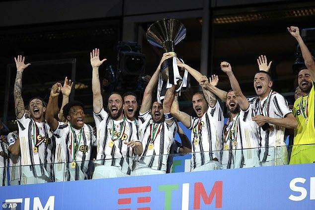 Juventus thua cách biệt Roma trong ngày đăng quang