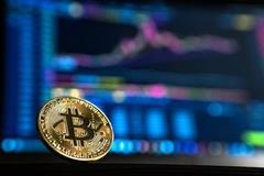 Tiền ảo tăng chóng mặt, Bitcoin chạm 12.000 USD