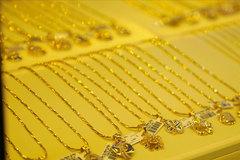 Người mua vàng hãy cẩn trọng với giá vàng thế giới