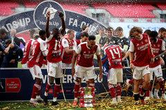 Arsenal vô địch FA Cup: Người khổng lồ Aubameyang