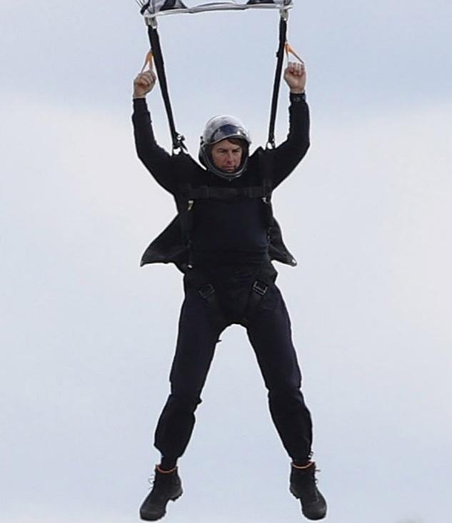 Tom Cruise lại bán mạng cho cảnh quay nguy hiểm