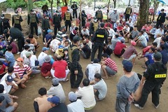 Cảnh sát đột kích sới bạc bắt 150 người, thu nửa tỷ đồng
