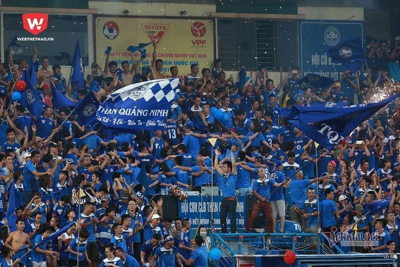 Fan ngoảnh mặt ở V-League: Ai phản bội tình yêu?