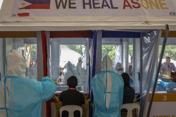 Tổng thống Philippines thú nhận hết tiền hỗ trợ dân chống Covid-19