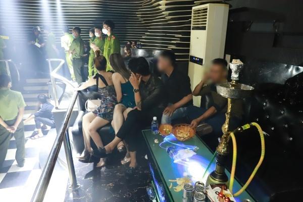 Hơn 100 người tụ tập trong quán bar, 22 người dương tính ma túy