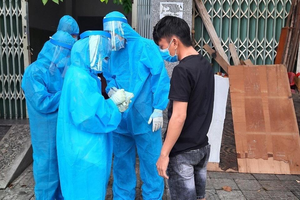 Hàng trăm sinh viên trường Y tham gia truy vết Covid-19