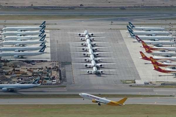 Gần 10.000 máy bay 'đắp chiếu' trên toàn thế giới