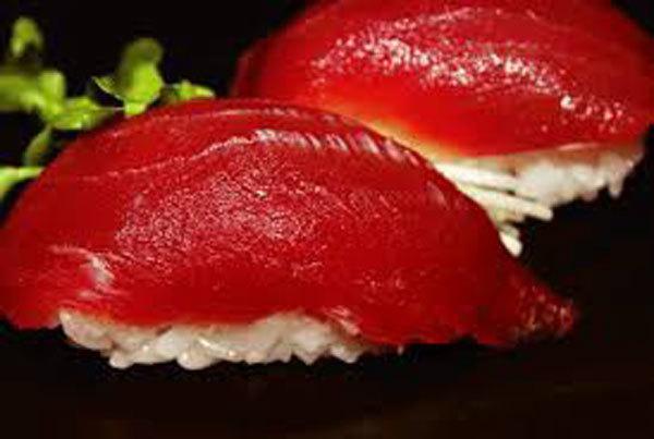 Sự thật tàn khốc đằng sau miếng sushi cá ngừ đắt giá