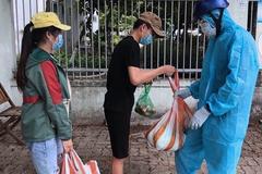 9X quyên nghìn suất gạo, rau trao tận tay sinh viên 'mắc kẹt' ở Đà Nẵng