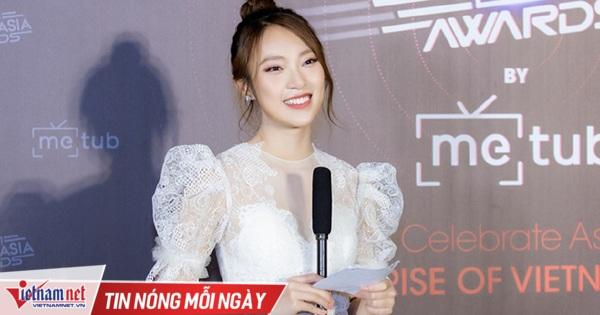 MC 7 thứ tiếng Khánh Vy tốt nghiệp loại giỏi Học viện ngoại giao