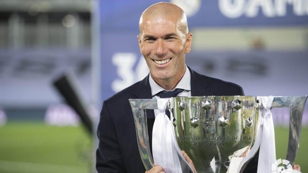Ronaldo tính chuồn sang PSG, Zidane hay nhất thế giới