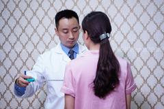 Thiếu nữ Thanh Hoá mặc cảm vì có bộ phận sinh dục giống nam