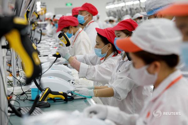 Ảnh sản xuất máy thở 'Made in Vietnam' tràn ngập AFP, Bloomberg, Reuters