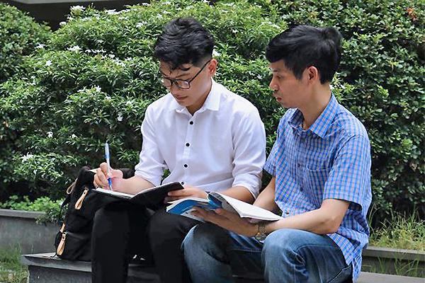 Đằng sau tấm HCĐ Vật lý quốc tế của nam sinh nghèo ở Bắc Ninh