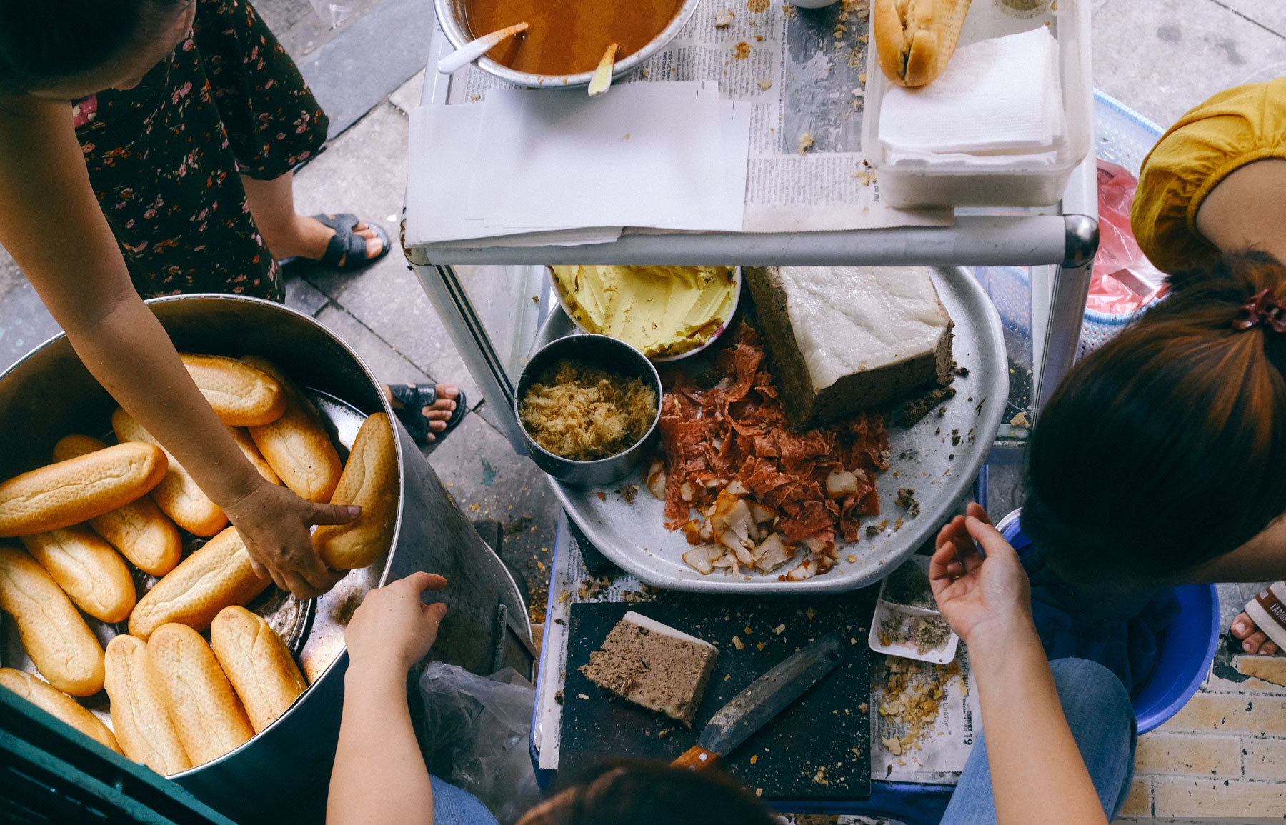 Hàng bánh mì Hà Nội từ thời bao cấp, bán 400 chiếc/ngày, giá chỉ 10 nghìn