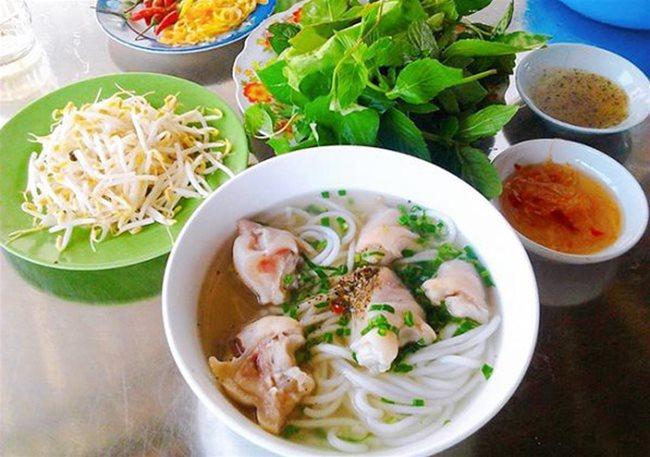 Trang Bang rice noodle soup