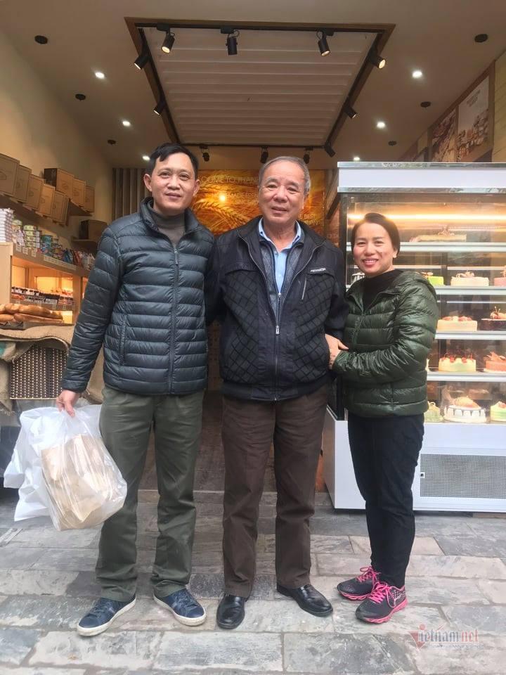 Học làm bánh, chị Thanh không những thoát nghèo mà còn trở thành chủ tiệm
