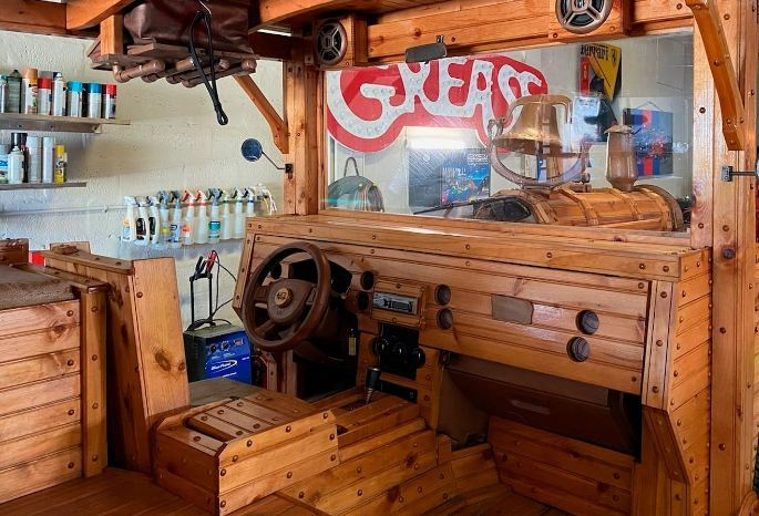 Xe Jeep làm bằng gỗ thiết kế lạ mắt