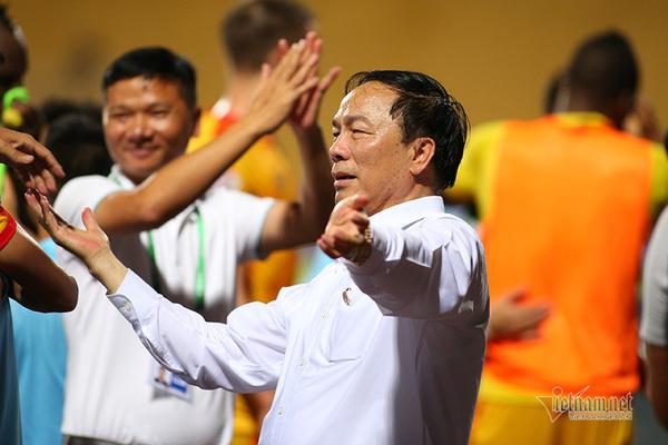 CLB Thanh Hóa làm loạn V-League: Đừng 'đấu võ' nữa, bầu Đệ
