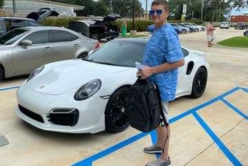 Bị bắt vì mua Porsche 911 trót lọt bằng séc tự in