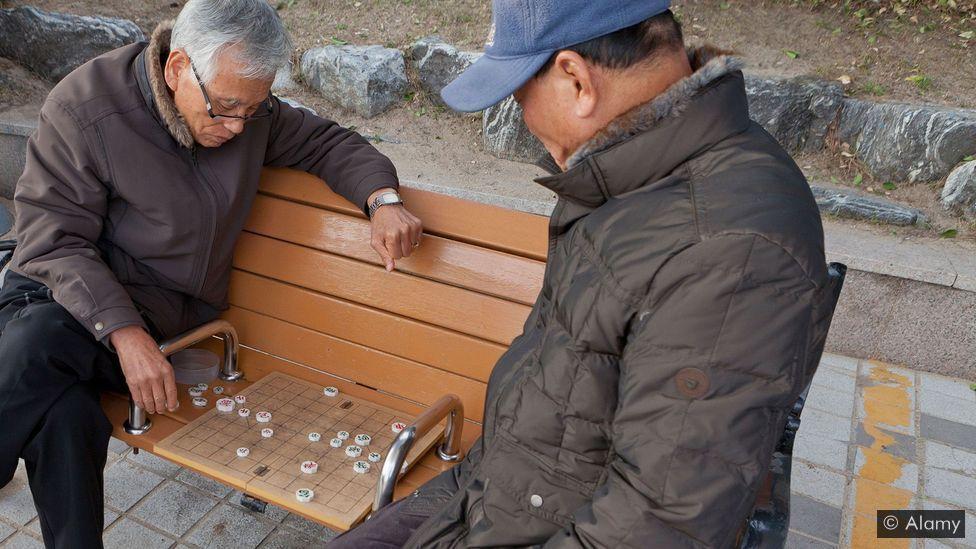 Giãn cách xã hội ở Hàn Quốc: Người trẻ thích nghi nhanh, người già bị tụt lại