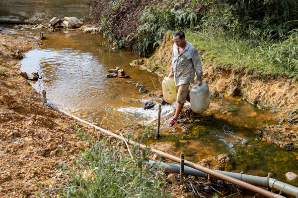 Người dân huyện miền núi xứ Huế đón nguồn nước mới