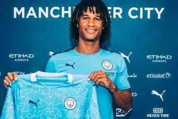 Man City ký Nathan Ake, Pep Guardiola bị chế nhạo mua sắm
