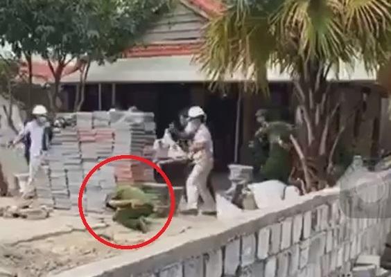 Xây nhà trái phép giữa mùa dịch, nhóm người ném đá tấn công cảnh sát