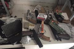 Kho vũ khí trong 2 căn nhà của nhóm thanh niên ở Sài Gòn