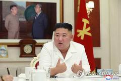 Kim Jong Un đích thân thăm làng bị lũ lụt, phát gạo cho dân