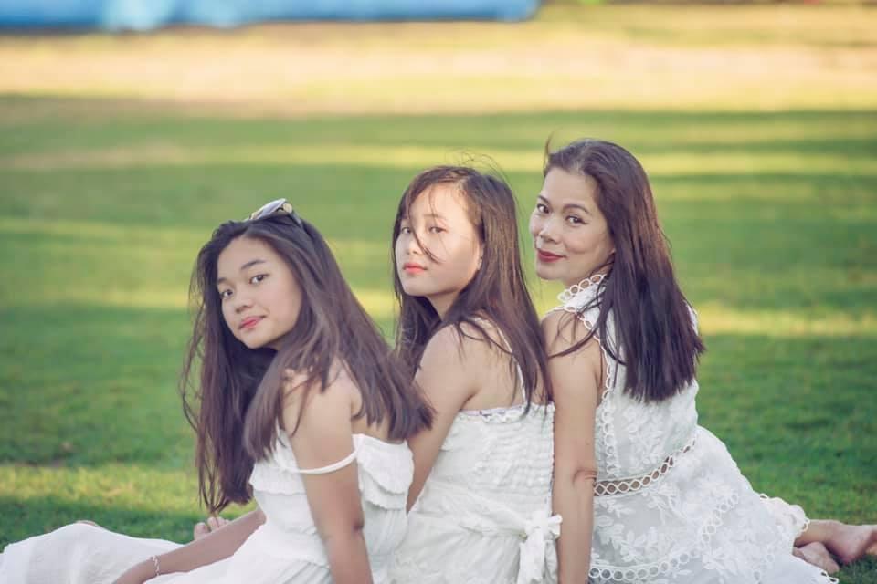 2 con gái xinh đẹp, nói được 6 ngoại ngữ của ca sĩ Mỹ Lệ